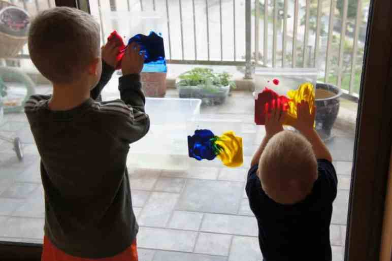 Toddler Crafts & Activities Roundup - Ziploc bag window painting