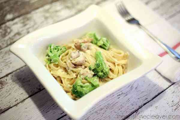 Easy Grilled Chicken and Broccoli Fettuccine Alfredo #TysonMovieTicket #shop