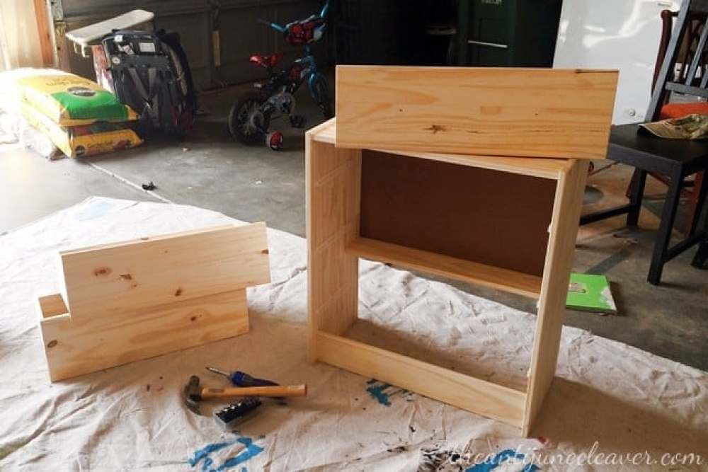 IKEA RAST makeover - from boring to beautiful. Transforming a plain old RAST 3 drawer chest into an attractive and functional bedside table #ikeahacks