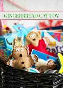 Christmas Crafts - Catnip Gingerbread Man Cat Toy #christmas #holidays #christmascraft #crafts #diy