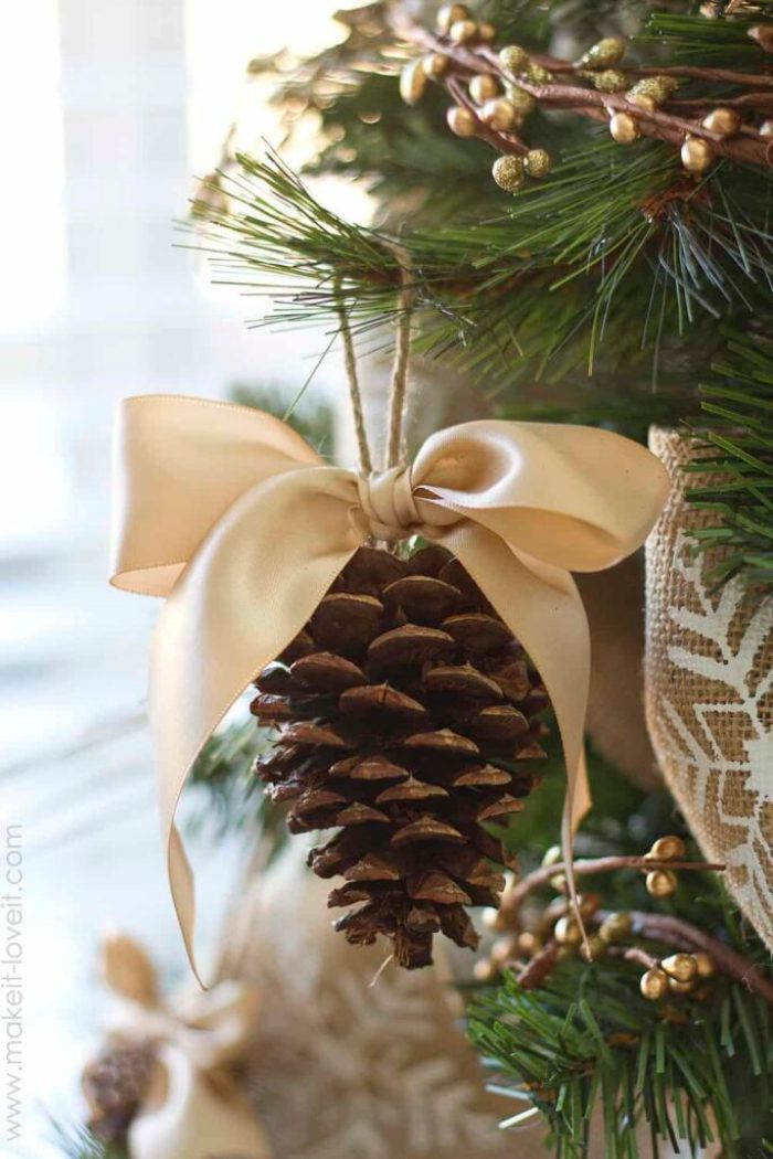 Christmas Pinecone Crafts for Kids and Adults - pinecone ornament #christmas #crafts #diy #pinecones #holidays #xmas #christmascrafts