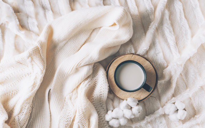 Focus on comfort, not just cottagecore aesthetics. A variety of cozy textures, including blankets, furniture, towels, and bedding, will make your apartment more welcoming.