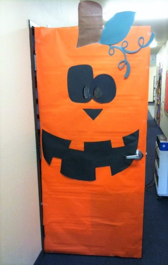 pumpkin door decoration for October