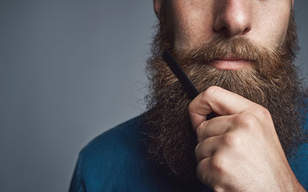 men-combing-beard-for-dyeing-beard