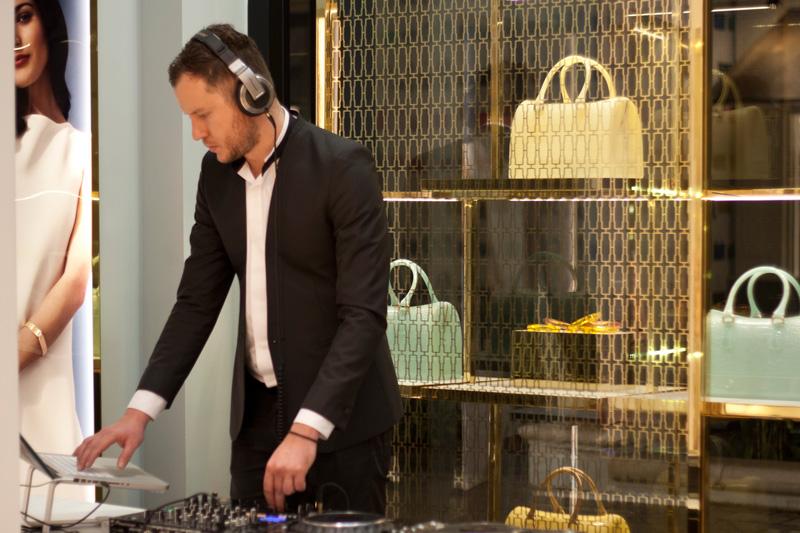 Th DJ
