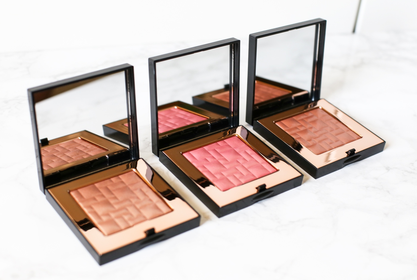 TAOS-Bobbi-Brown-Highlighting-Powder