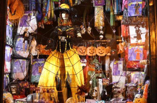 Halloween Special Shop Window Display Decoration Ideas