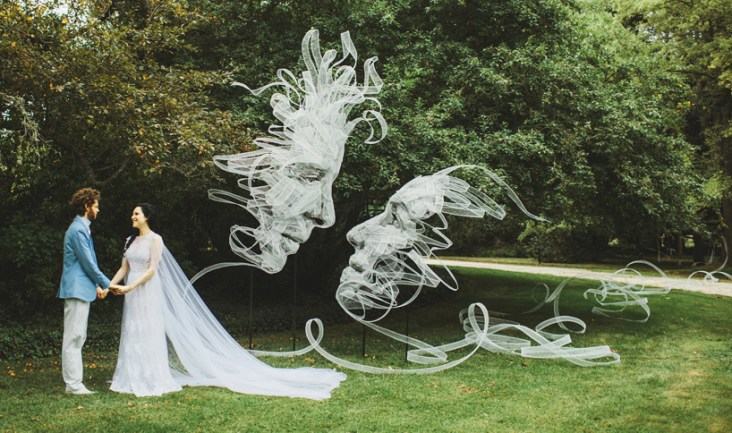 benjamin-shine-sculpts-entwined-ribbon-portraits-for-his-own-wedding-designboom-01