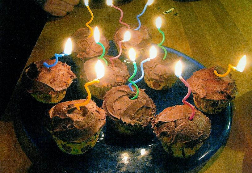 BIRTHDAY CUP CAKES!