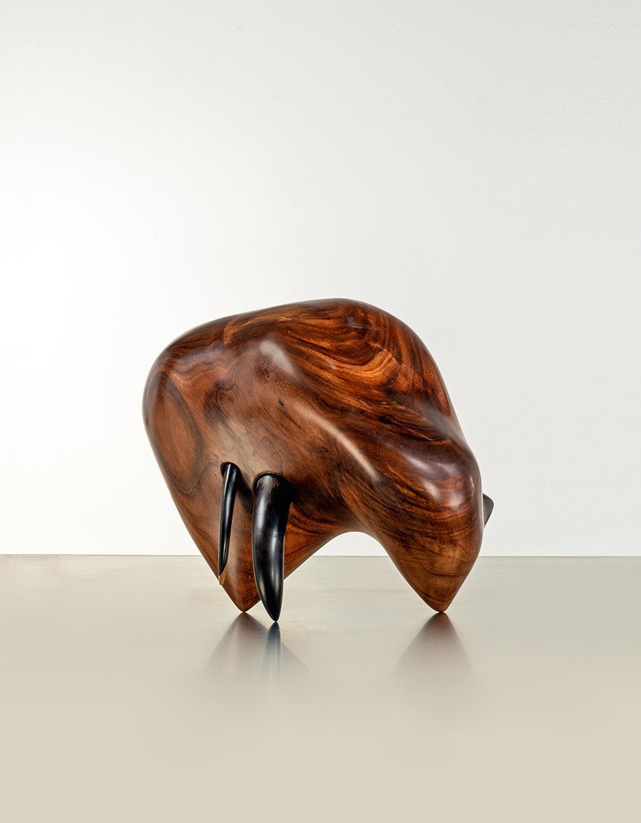 """Donald Wasswa, """"Sans titre"""", 2017. Albizia et ébène sculpté."""