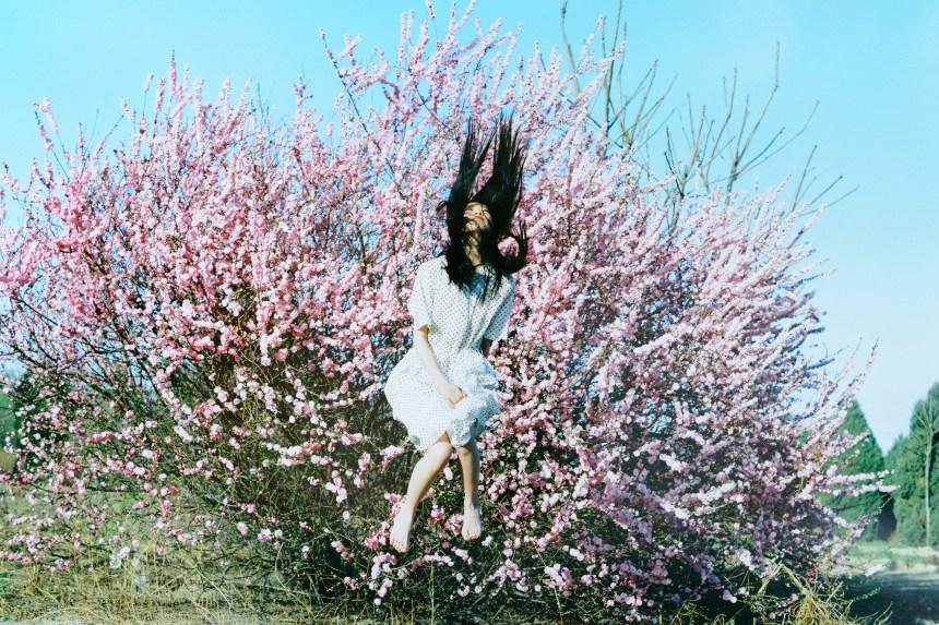 任航 – 中國《無題》REN Hang - China Untitled (girl jumping mid-air in front of blossom tree) 2011 67 x 100 cm., Photography C-print Collection of the SUNPRIDE Collection Image Courtesy of artist and Sunpride Foundation