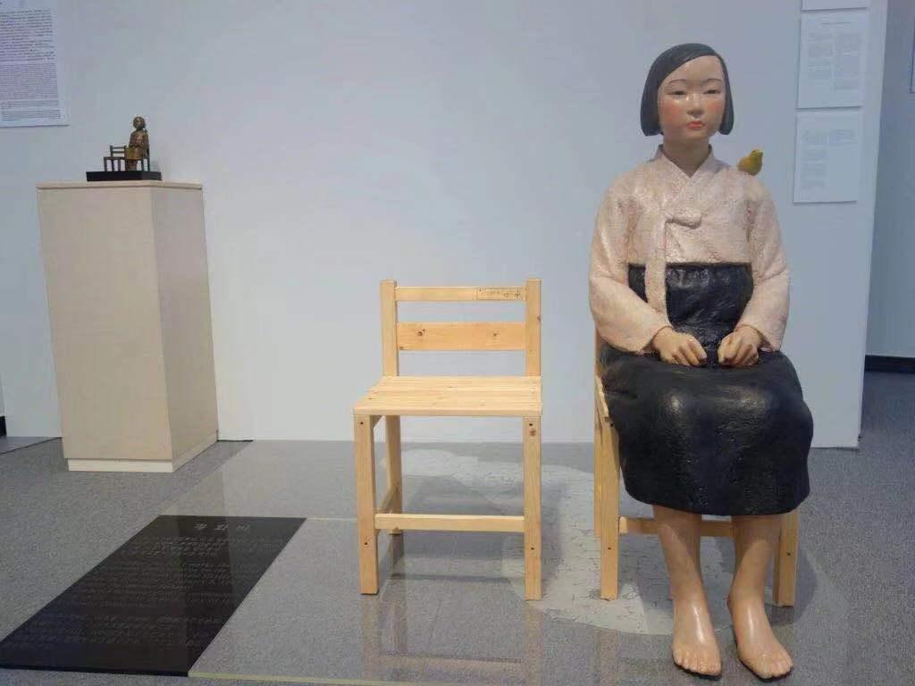 """作品""""和平少女像""""(2011年)圖/ 致謝藝術家"""