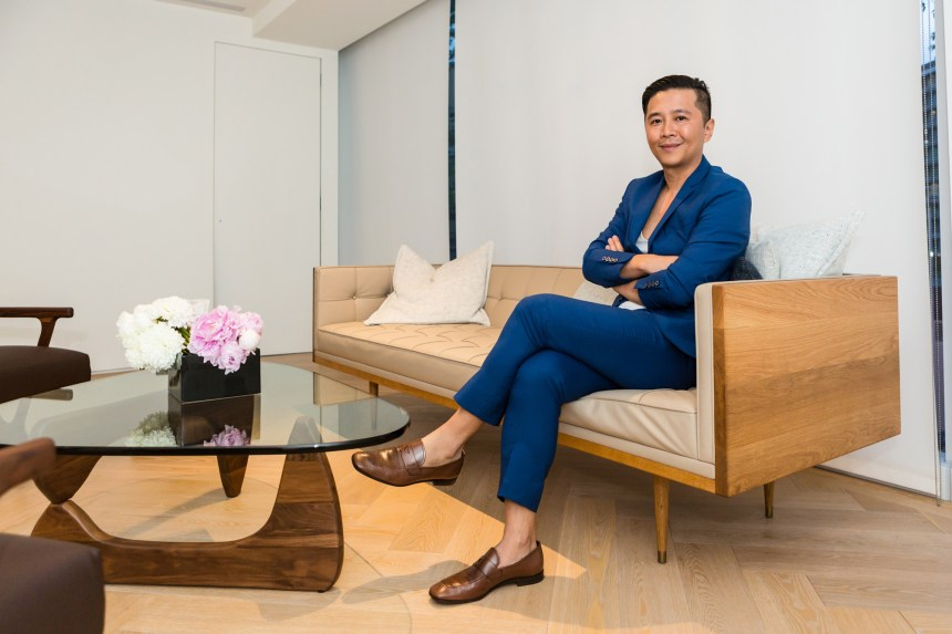 Director of 双方藝廊 Double Square Gallery, 胡朝聖 Sean Hu