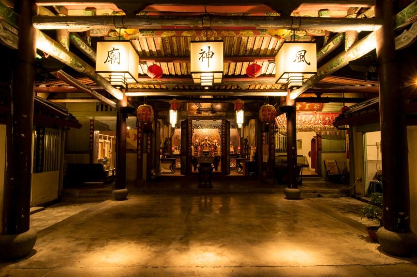 2013年點亮台南風神廟,台灣首座光之廟宇, 圖/ 中強光電文化藝術基金會提供