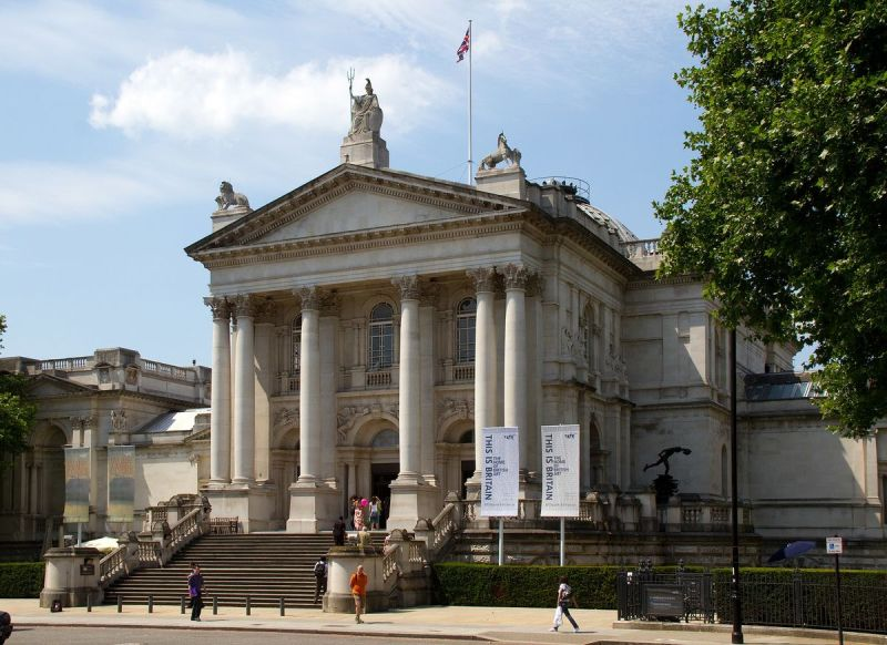The entrance of Tate Britain. Via Wikimedia Commons.