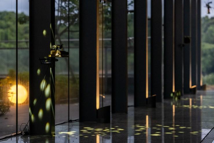 藝術家朱文英、蕭聖健所創作呈現的【月光感受會–光環境藝術計畫】, 圖/中強光電藝術文化基金會 提供