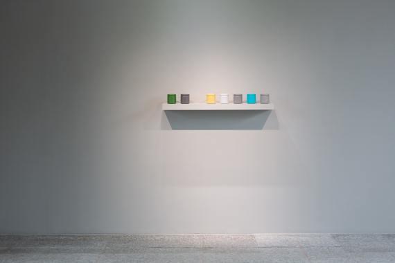 《賴志盛:繞梁》顏料罐_霧島,2019,8x8x8cm(each)x7,紙、塑膠、壓克力顏料 © Courtesy of the artist