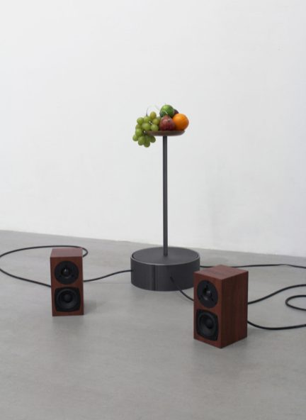 毛利悠子 Yuko Mohri, 'Decomposition', 2021, 混合媒材聲音裝置 mixed media sound installation, 尺寸不定 dimensions variable, image courtesy of the artist and Project Fulfill Art Space