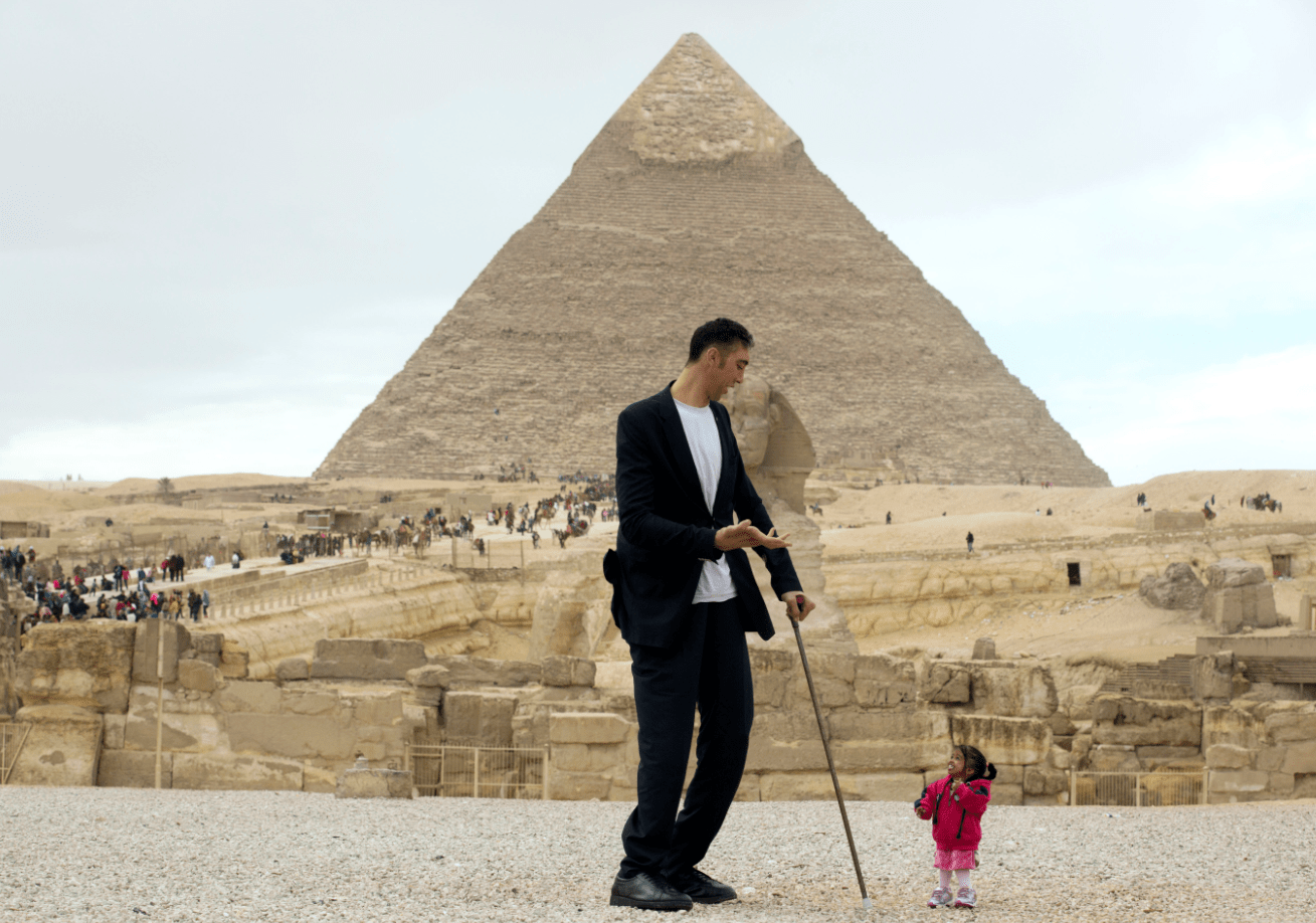 World S Shortest Woman And Tallest Man Meet In Egypt