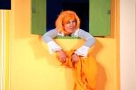 Marion Weidenfeld spielt die gewitzte Zofe Colombine. Foto: Suse Schukraft