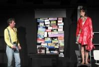 Nach dem Raub ist vor dem Raub: Szenenbild: Zwei wie Bonnie und Clyde... denn sie wissen nicht, wo sie sind! Komödie von Tom Müller & Sabine Misiorny. Foto: Theaterei