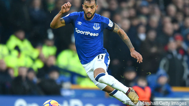 theo_walcott_of_everton_during_the_premier_league_match_between__681427