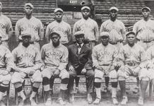 The 1916 St. Louis Giants pose for a team picture