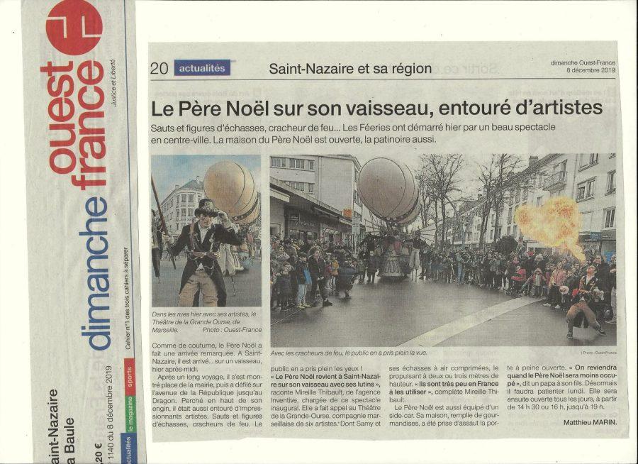 Saint-Nazaire : Le Père Noël sur son vaisseau, entourés d'artistes