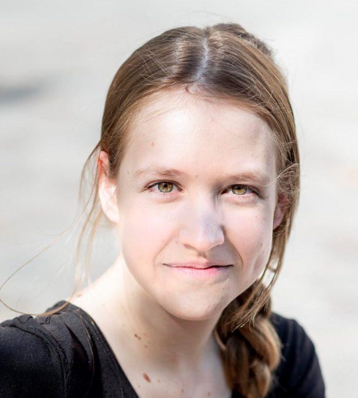 lara pichet est comédienne consultante formateur chez Théâtricité et anime des ateliers de théâtre pour sensibilier former innover créer en entreprise