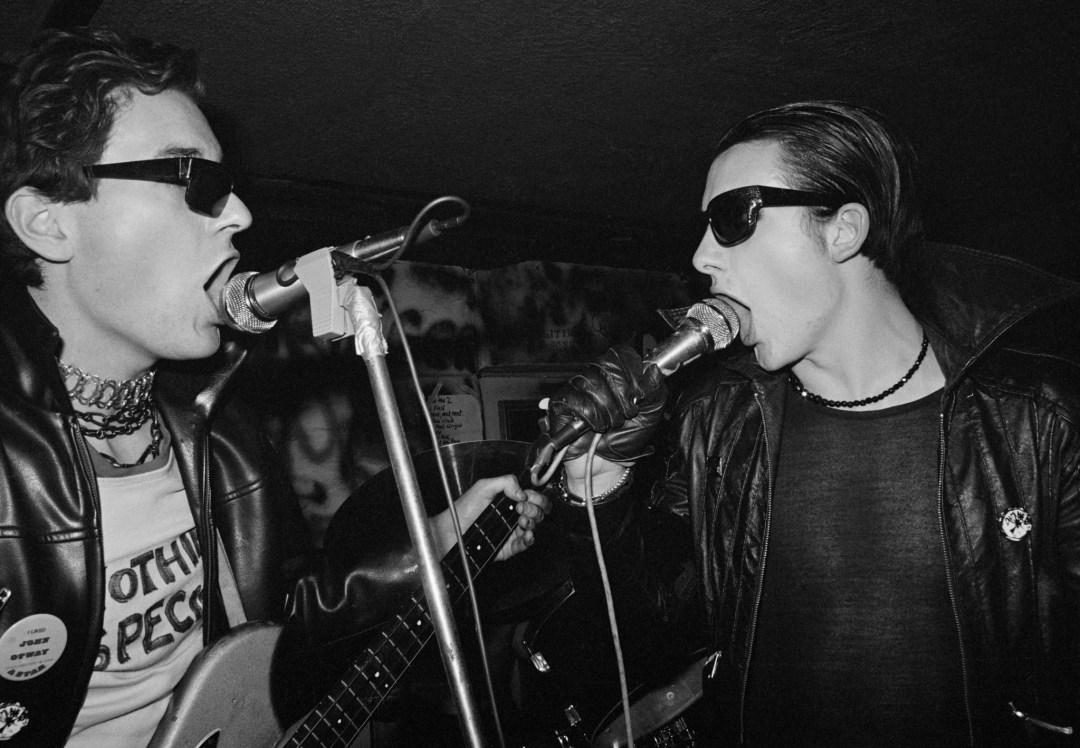 The-Damned-Captain-Sensible-David-Vanian-live-at-the-Hope-Anchor-London-1-January-1977-c-John-Ingham-1977