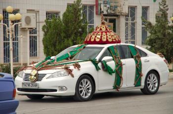 Turkmenistan voiture blanche 05