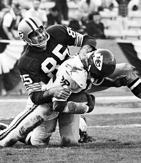 Packers receiver Max McGee (85) tackles Chiefs Willie Mitchell after an interception (photo by Ben Olender / Los Angeles Times).