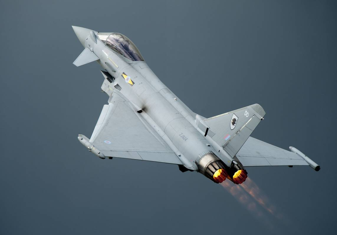 Typhoons sonic boom during terrorist hijack alarm causes chaos in UK