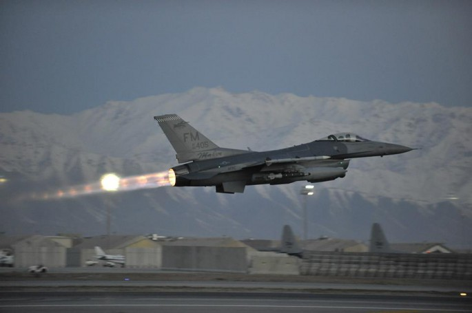 F-16 Makos takeoff