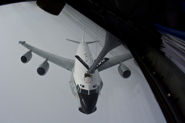 RC-135U refuel