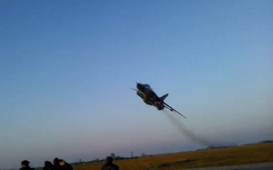 Video shows Su-24 Fencer attack plane perform an insane low
