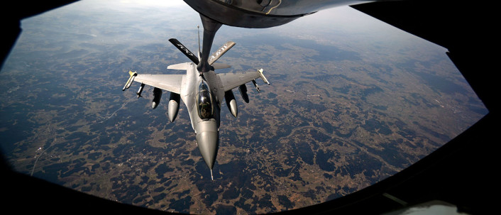 F-16 AV refuel over Estonia 3