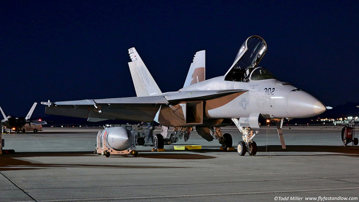 F_A-18E night on the flight line