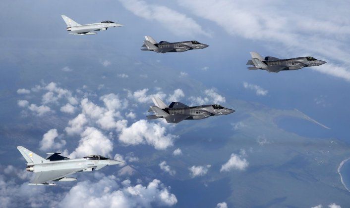 F-35B arrives with escort 2