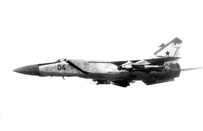 Air-to-air_left_side_view_of_a_Soviet_MiG-25_Foxbat-E_aircraft
