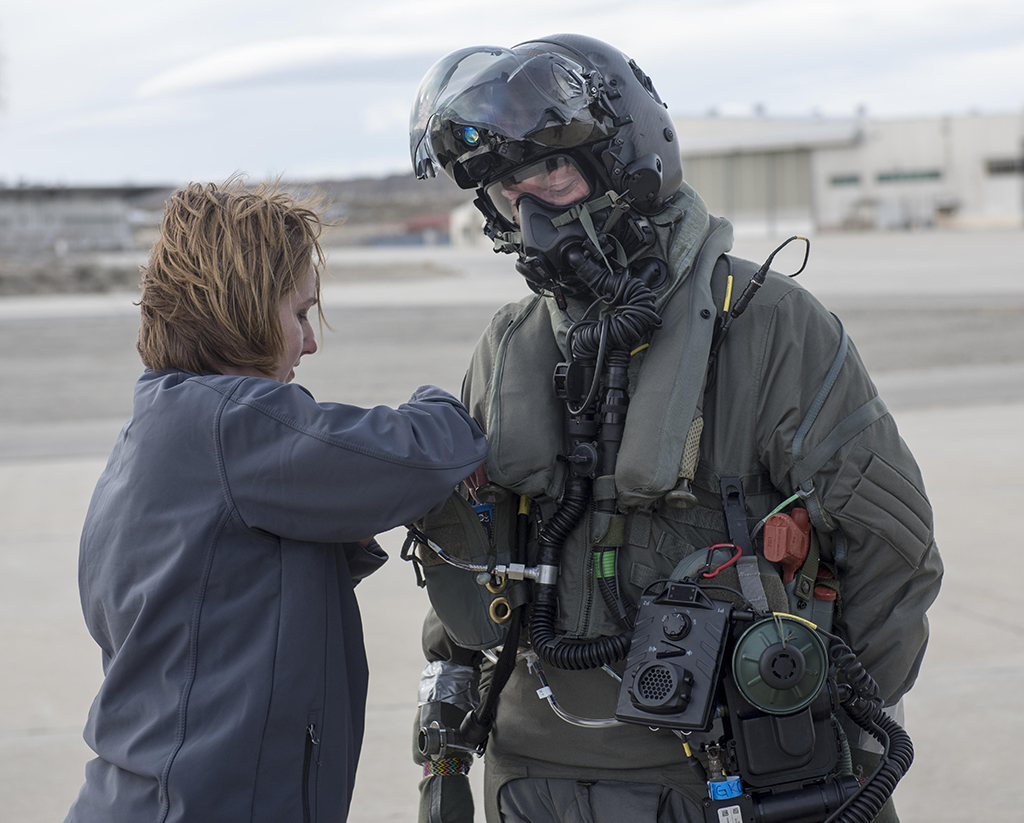 Here Is How F 35 Pilots Would Dress In Case Of Chemical