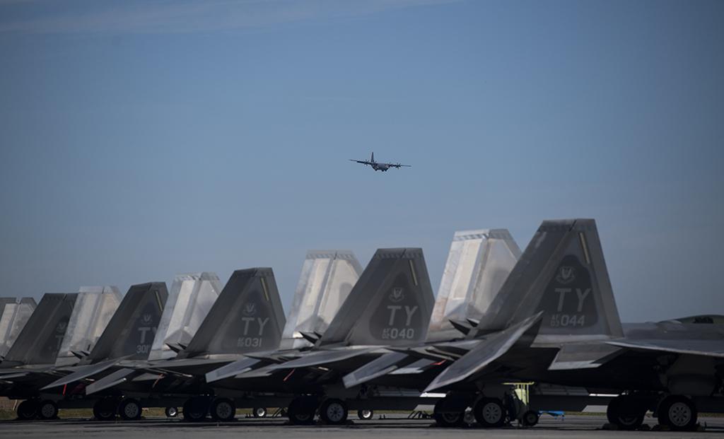 F-22-Tyndall-flight-line.jpg