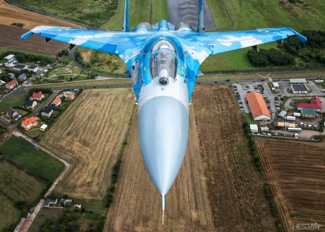 "You Could Almost ""Touch"" A Ukrainian Su-27P Flanker During This Epic Air-To-Air Photoshoot"