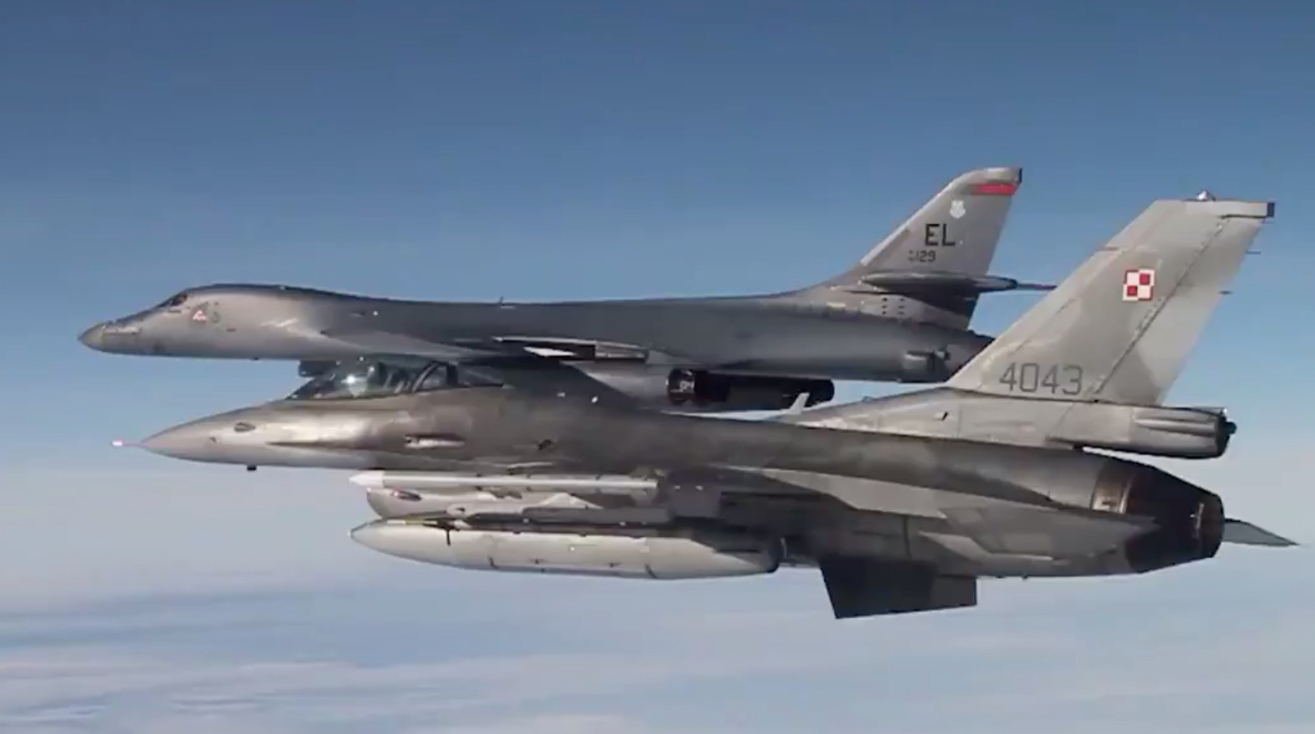 U.S. and Polish Air Force • F-16 Fighting Falcons • Mid Air Refuel • Sept 17 2020