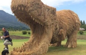 amazing dinosaur sculptures from straw 15
