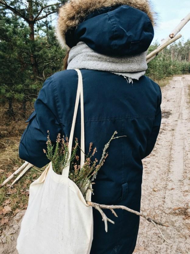 Сумка с лесными дарами