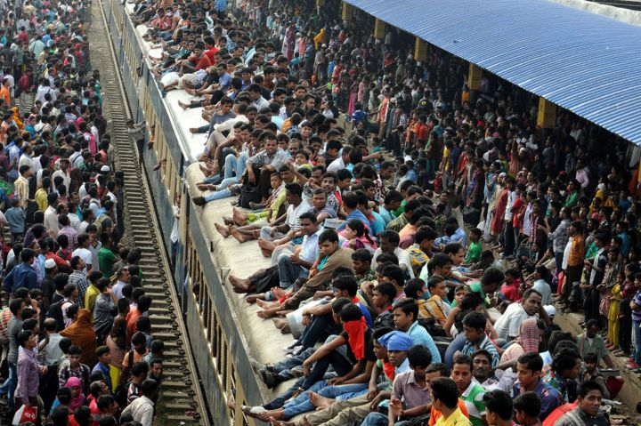 Crowded-trains-India-Overpopulation