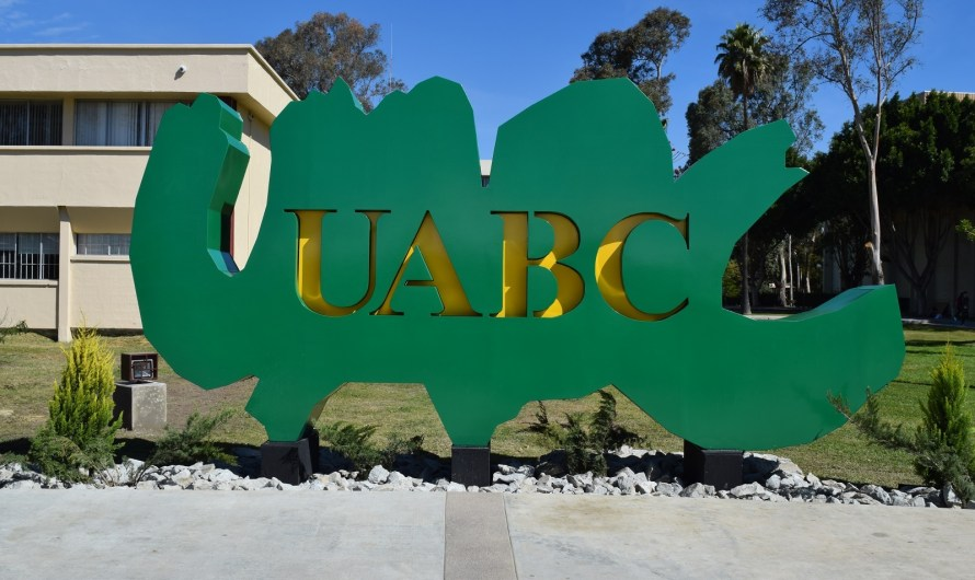 Participan académicos y estudiantes de UABC en Centro Regulador de Urgencias Médicas de Baja California