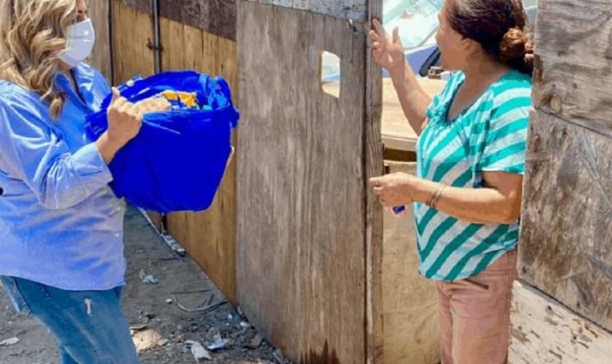 Entrega diputada Lizbeth Mata (PAN) despensas a familias afectadas por la crisis económica del COVID19 en Ensenada