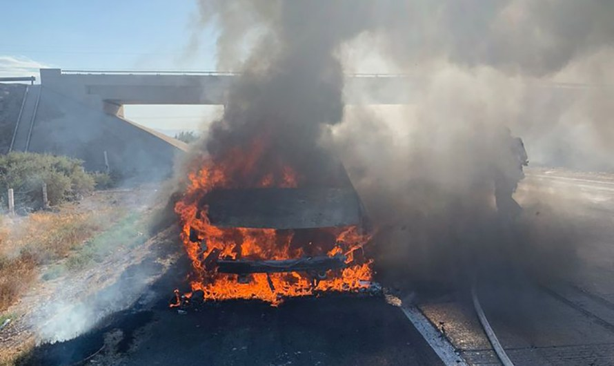 Hearse bursts in flames on Mexicali-Tijuana highway, car and casket burned, driver unharmed